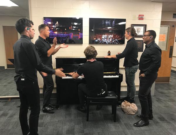Hanson backstage